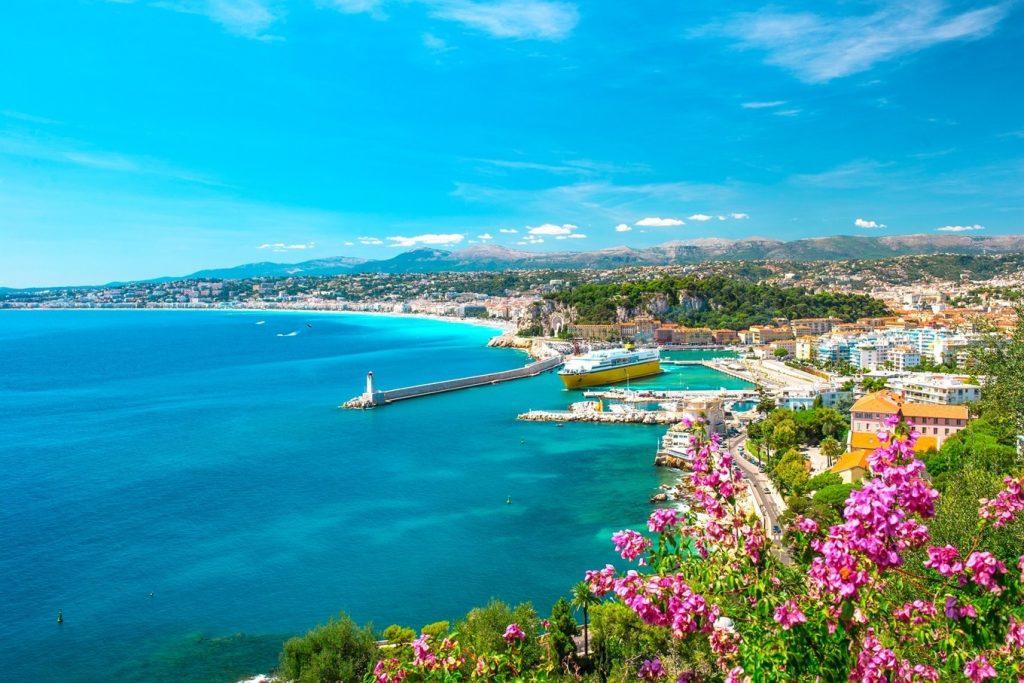 Praia na Costa Azul, França